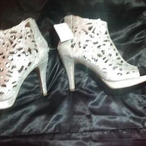 Glitter silver high heels nwt